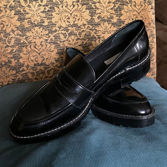 GENUINE PATENT LEATHER WOMANS LOAFERS